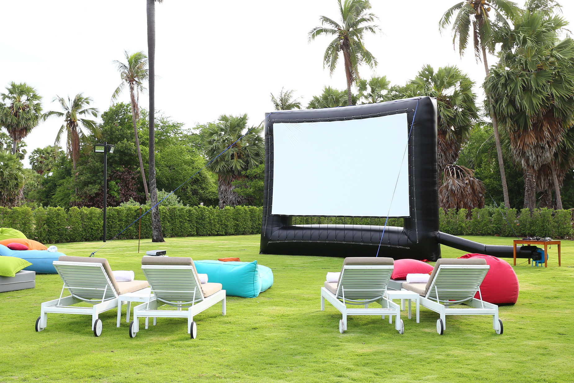 Revealed: How To Set Up An Outdoor Home Theatre Experience